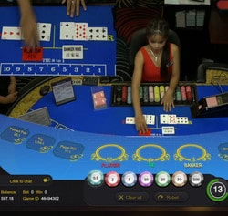 Table de baccarat en direct du Queenco Casino au Cambodge